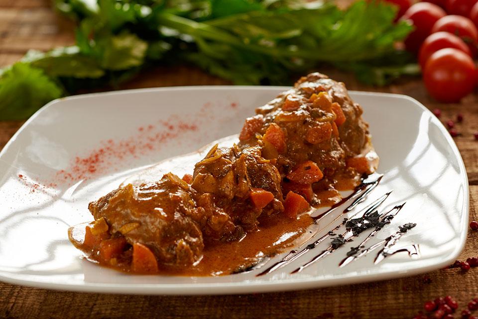 Guanciale al curry con uvetta e pinoli